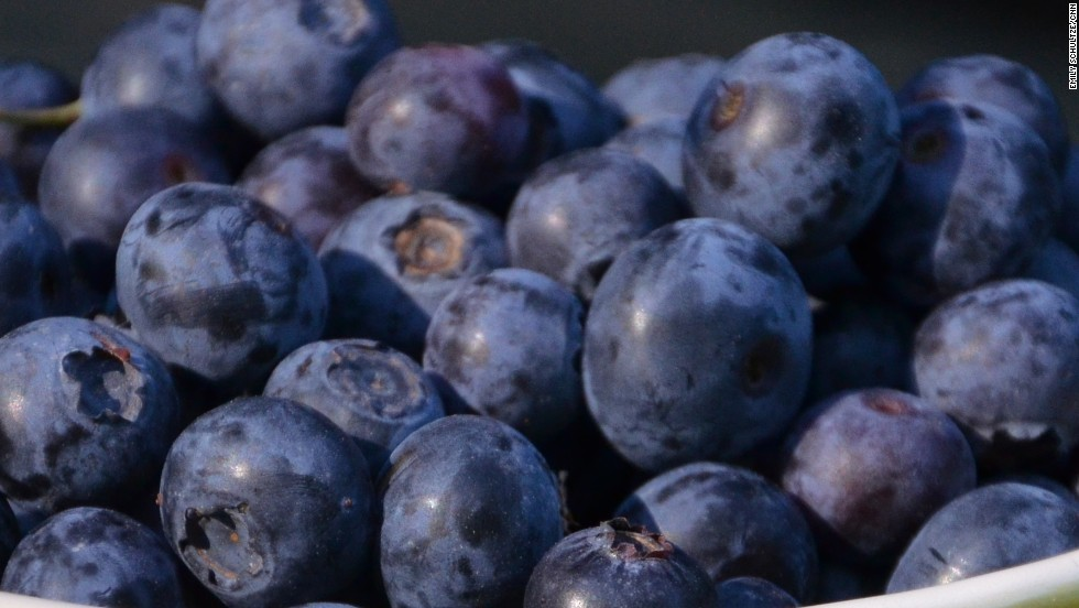 Blueberries have been linked to a host of health benefits -- including lowering blood pressure. What's more, researchers at Tufts University say blueberries improve your memory.