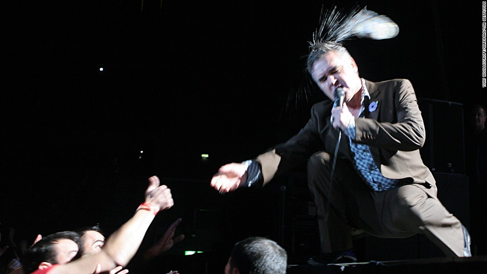 "In 2009, Morrissey, too, vacated the stage after an audience member used a <a href=""http://www.theguardian.com/music/musicblog/2009/nov/09/morrissey-walks-offstage"" target=""_blank"">plastic beer bottle as a projectile</a>. The Smiths singer had barely made his entrance on stage in Liverpool when he was pelted by his fan/assailant and promptly decided to end the show then and there."