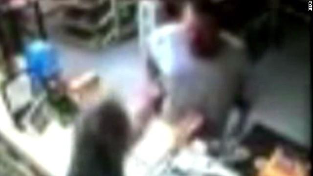 dnt robber pulls gun on veteran store clerk_00012410.jpg
