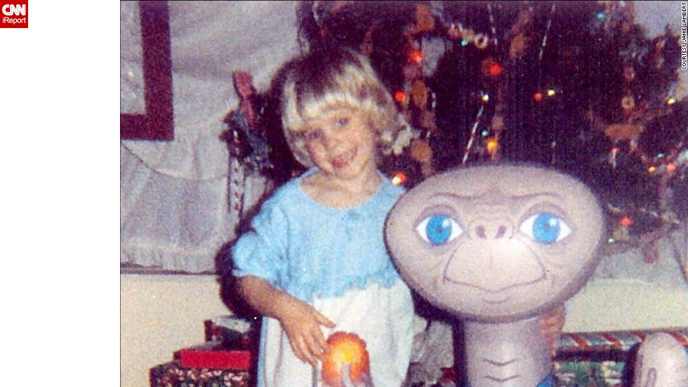 "The movie ""E.T."" came out in 1982, and Janie Lambert's<a href=""http://ireport.cnn.com/docs/DOC-1021466""> 5-year-old, Jennie,</a> was enthralled. If there was a full or almost-full moon, the little girl would look out the window to see if she could spot the alien."