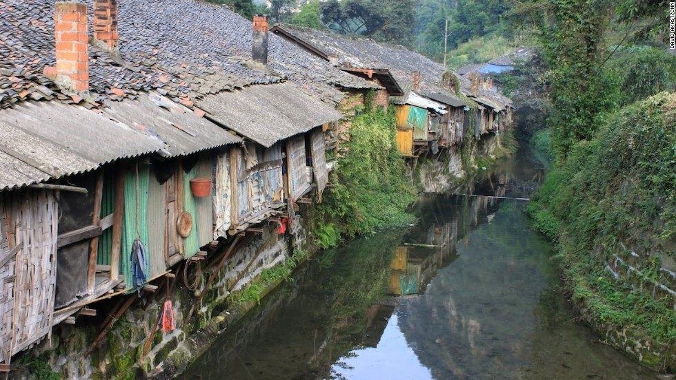The river town of Shibanxi is where the line begins. Tourist trains start in Yuejin.
