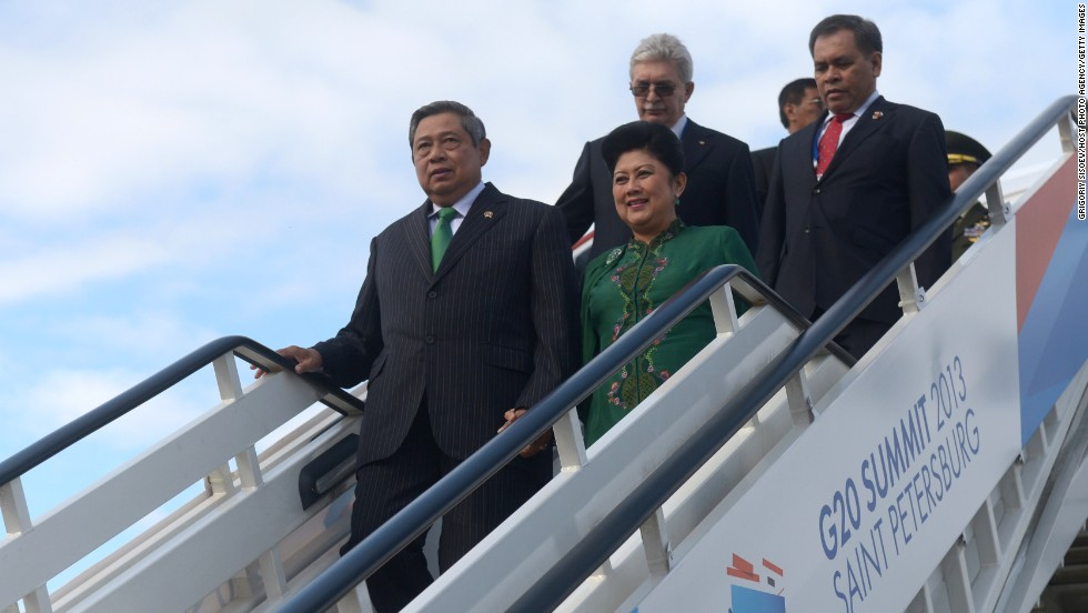 Indonesian President Susilo Bambang Yudhoyono and his wife, Kristiani Herawati Yudhoyono, arrive at the G-20 summit on September 5.