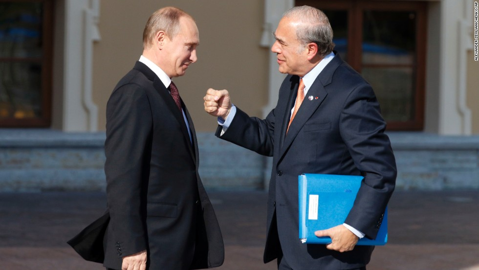 José Ángel Gurría, right, secretary-general of the Organisation for Economic Co-operation and Development, gestures while speaking with Putin during arrivals for the G-20 summit.