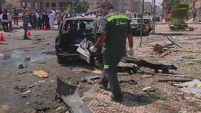 Egypt interior minister survives bombing