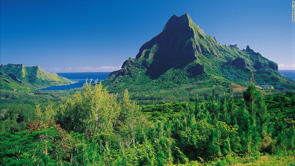 Moorea is gaining on Bora Bora as the region's best honeymoon location. Many say it rivals Bora Bora for natural splendor.