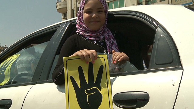 Egypt: Protesters get new logo and salute