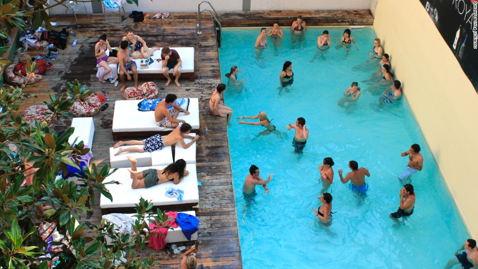 This hostel features a fun, soclal swimming pool perfect for outdoor laps. In wintertime, there's an indoor pool.