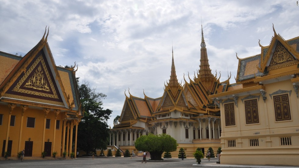 Phnom Penh's Royal Palace was constructed in 1866. Though tourists can't enter the area of the royal abode, they can check out the Throne Hall (Preah Tineang Tevea Vinichhay) where official ceremonies take place; Temple of the Emerald Buddha (Wat Preah Keo Morakot); a Royal Dining Hall and the Chan Chhaya Pavilion.