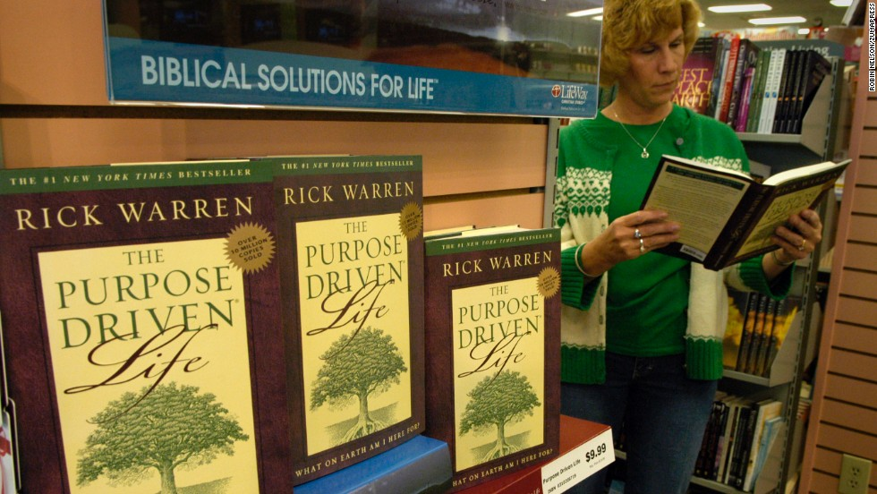 "A woman flips through Warren's ""The Purpose Driven Live"" in a Christian bookstore in Atlanta in 2005. Interest in the book surged that year after Ashley Smith read portions of the book to murder suspect Brian Nichols as he held her captive in her suburban Atlanta apartment and persuaded him to surrender."