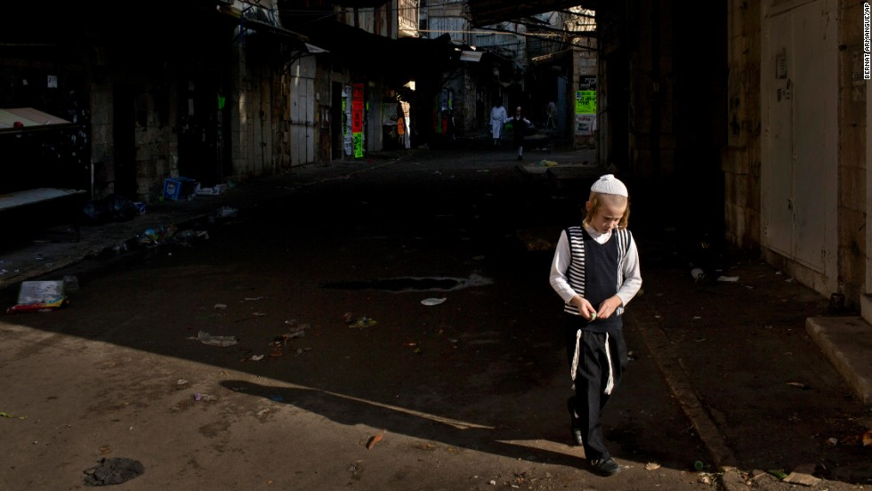 A child walks in Jerusalem's Mea Shearim neighborhood on September 13.