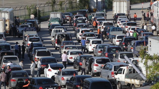 South Korean owners and workers wait in traffic to cross into Kaesong.