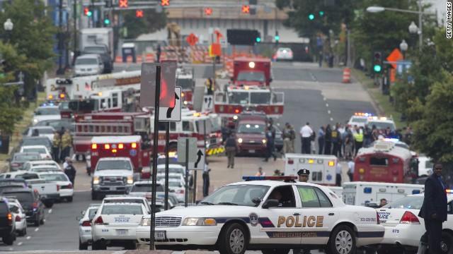 Al menos una persona resultó herida este lunes 16 de septiembre de 2013 después de que alguien disparara en el interior la sede de la Marina estadounidense en Washington, confirmó la Marina de EE.UU.