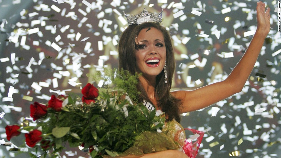 Jennifer Berry, from Oklahoma, waves after winning the 2006 Miss America Pageant at the Aladdin Theatre for the Performing Arts in Las Vegas, Nevada. It was the first time the annual pageant has been held outside of Atlantic City, in its 85-year history.
