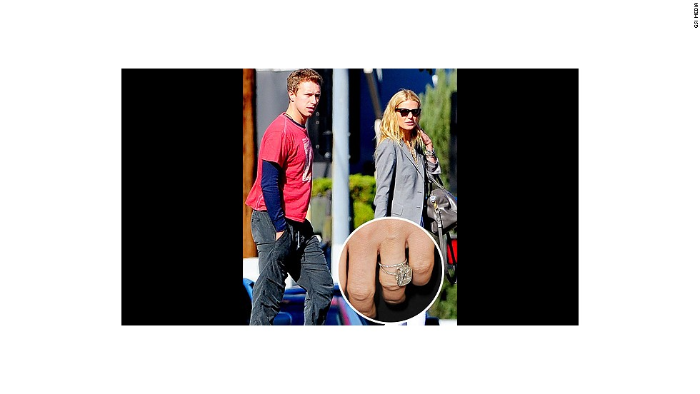 With a square-cut diamond ring, the Coldplay frontman declared his love for Gwyneth Paltrow.<br />