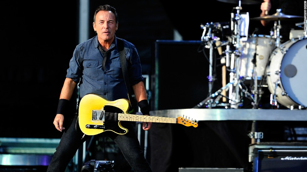 At a concert in Ireland in July,  American rocker Bruce Springsteen devoted one of his songs to local jockey JT McNamara. The Irishman has been paralyzed from the neck down after a fall in March this year.