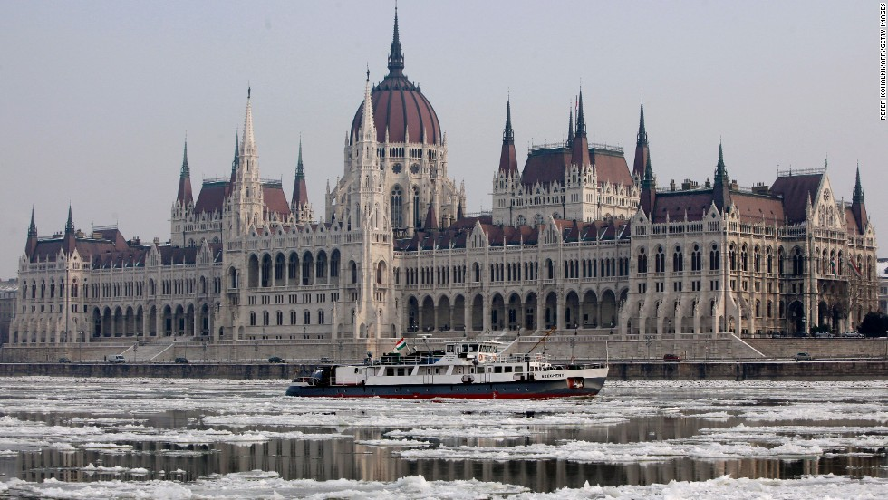Eight out of 12 wallets were returned in Budapest.