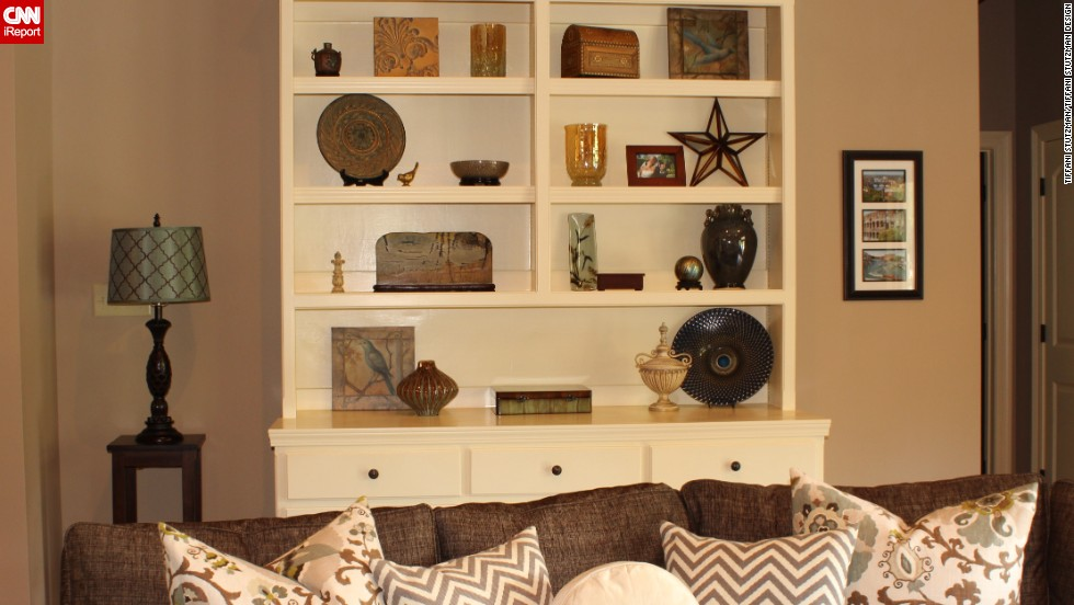"<a href=""http://ireport.cnn.com/docs/DOC-1036911"">Tiffani Stutzman's </a>decorated bookshelf is full of items that have special meaning to her, including the wooden box her brother carved. To learn more about her shelf <a href=""http://blog.tiffanistutzmandesign.com/"" target=""_blank"">decorating philosophy</a>, ask Stutzman in the comments section."