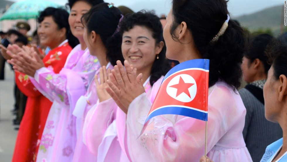 Women in traditional folk dresses clapping in Rason.