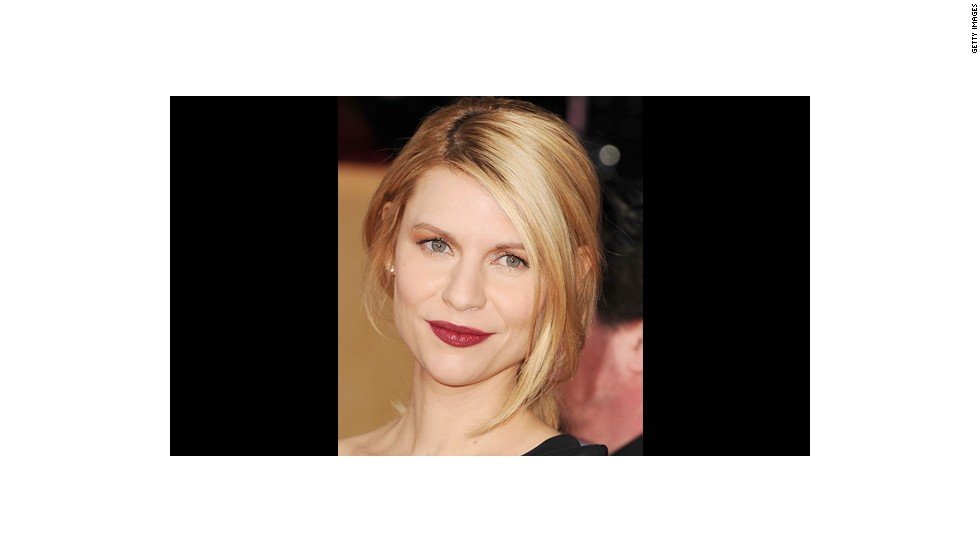 Claire Danes' fall look of muddled wine lips and golden eyes was created by makeup artist Matin Maulawizada.