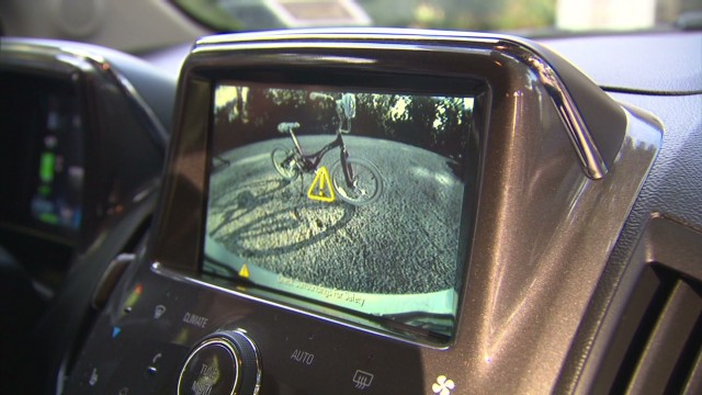 Safety groups call for car rear view cameras