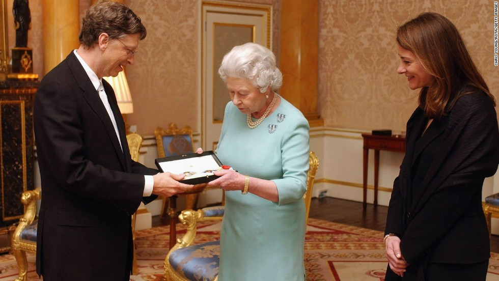 "Britain's Queen Elizabeth II presents Gates with an honorary knighthood, as his wife, Melinda Gates, watches. Despite the 2005 honor, Gates can't use the title ""Sir"" because he's not a British citizen."
