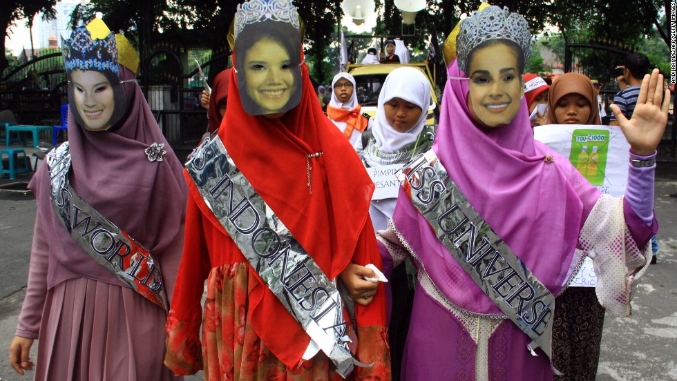 Anti-Miss World demonstrators from Indonesia's conservative Islamic organization Hizb ut Tahrir present their version of Miss World, Miss Universe and Miss Indonesia wearing long dresses and head scarves fully covering the body during a rally in Medan city on September 5.