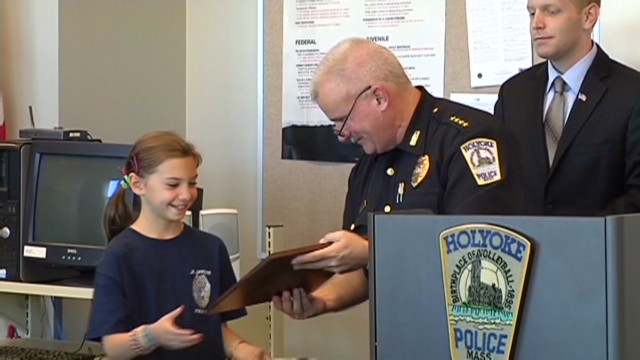 girl donates money to local police dog Newday _00004204.jpg