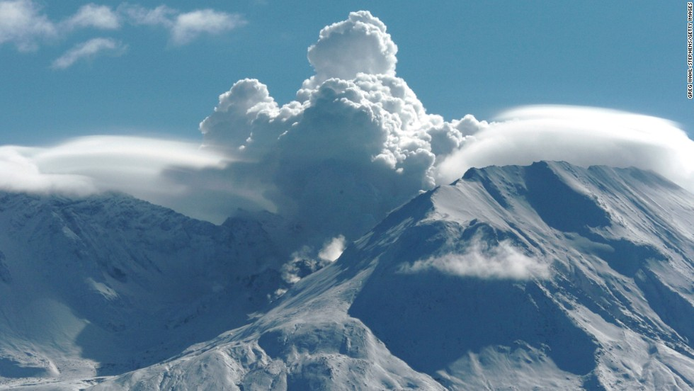 Mount St. Helens in Washington, seen here in 2004, erupted in 1980, spewing out more than 1 cubic kilometer of lava. Scientists believe that Martian supervolcanoes could spout 1,000 cubic kilometers of volcanic material.