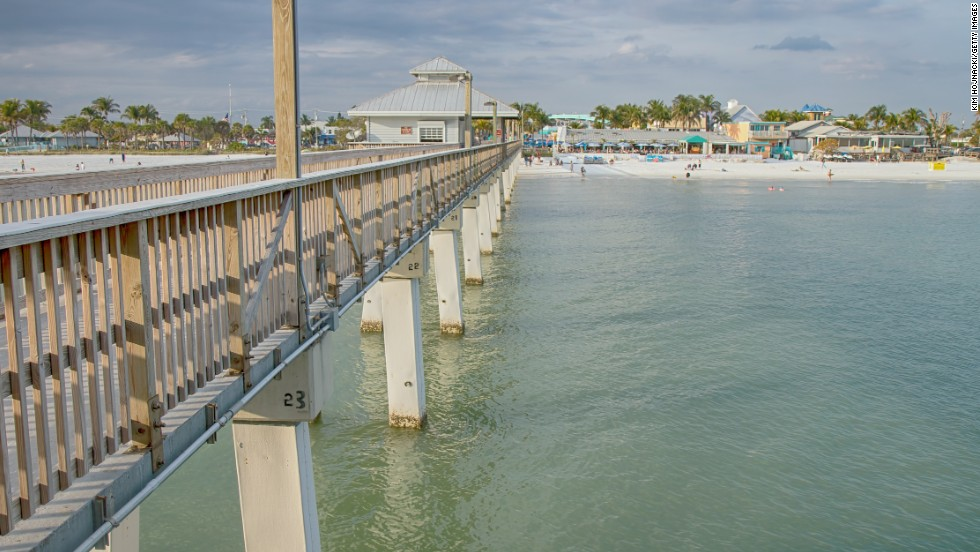 Air fares to destinations such as Fort Myers, Florida, drop by about 20 percent during the shoulder season between summer and winter, according to a JetBlue spokeswoman.