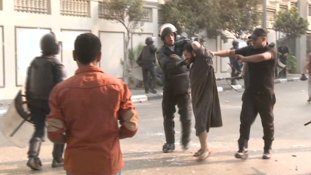 Cairo street demos turn deadly