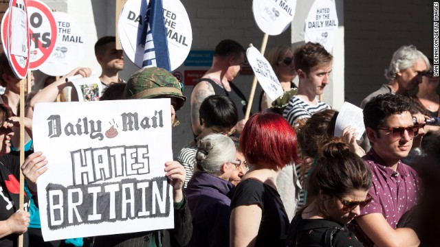 The Daily Mail's personal attack on Ed Miliband's late father has prompted protests outside the newpaper's offices.