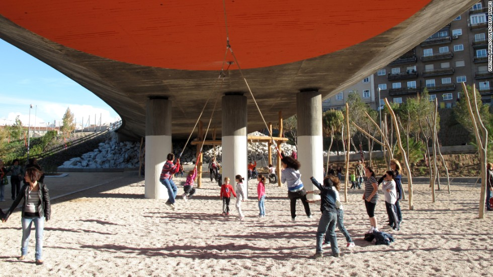 The old highway that cut off Manzanares River from the city center has been removed, transforming a six-mile part of the river into Madrid Rio. This city project created a community with children's areas, parks, sports zones and gardens.