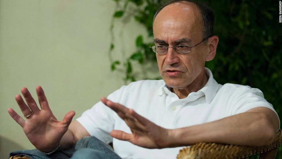 Stanford University professor Thomas Sudhof talks with a journalist in Baeza, Spain, on October 7. The trio's discovery will help provide insights into diabetes, immune disorders and other diseases.