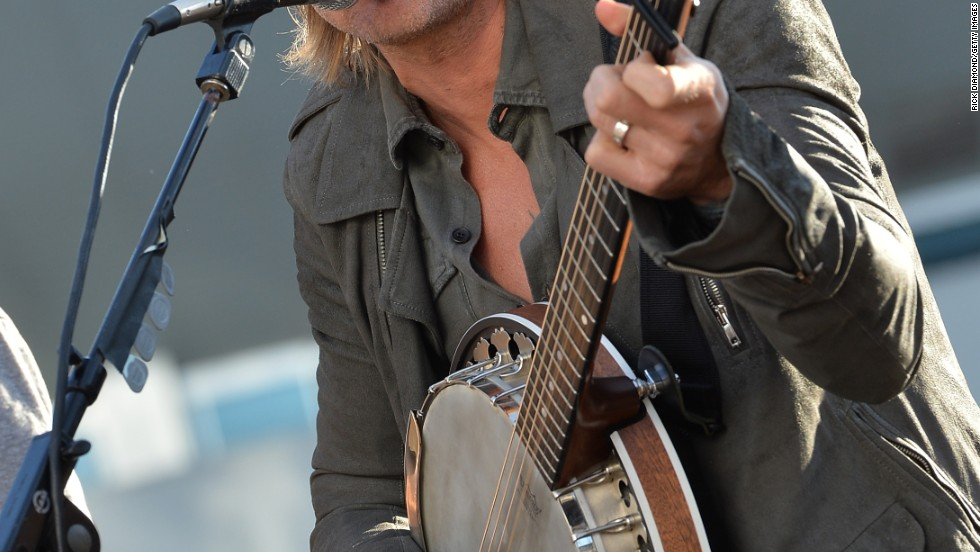 Keith Urban celebrates a new No. 1 single with a performance in Nashville on October 7.