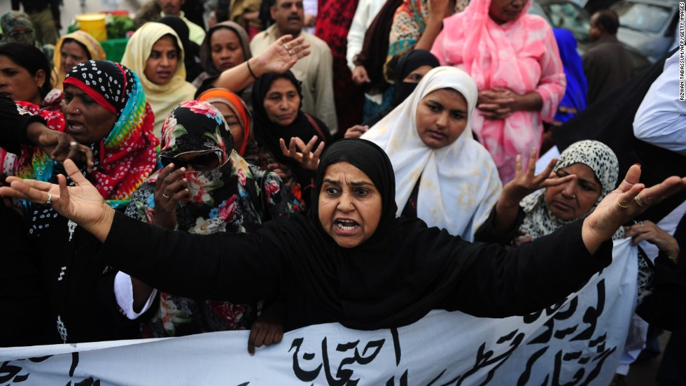 Pakistani polio vaccination workers shout slogans against the killing of their colleagues during a protest in Karachi on December 19, 2012. The violence prompted UNICEF and WHO to suspend work on a campaign opposed by the Taliban.