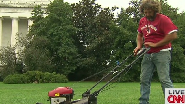 Man mows lawn at Lincoln Memorial Newday _00001924.jpg