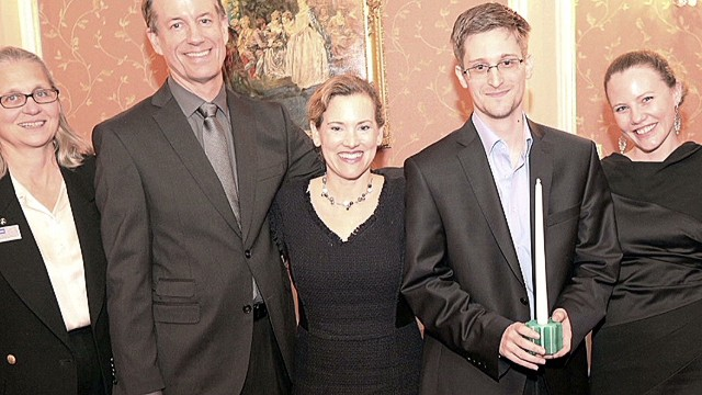 Edward Snowden wins integrity award