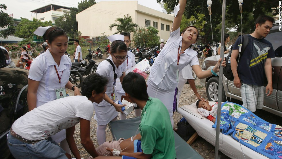 Earthquake victims receive care in the parking lot of a government hospital in Cebu on October 15.