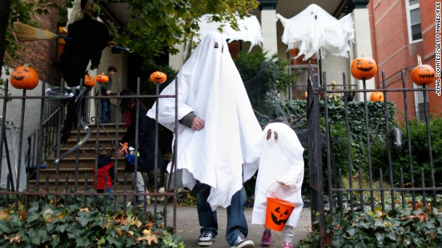 NEW YORK, NY - OCTOBER 31: The Abrahms family of Fort Greene, Brooklyn 'trick or treat' as Brooklyn residents participate in Halloween activities on October 31, 2012 in New York City. (Photo by Jemal Countess/Getty Images)