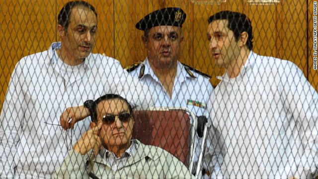 Former Egyptian president Hosni Mubarak and his sons Alaa (R) and Gamal at their trial in Cairo, September 14, 2013.