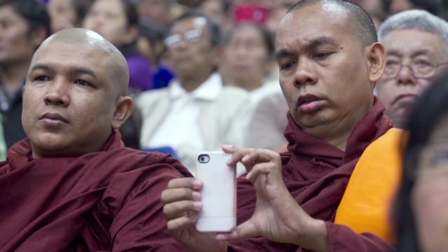 burke.myanmar.mobile_00021502.jpg