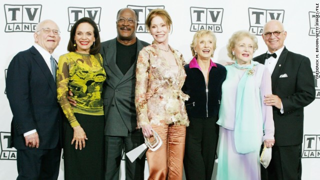 "MacLeod (far right) reunited with the ""Mary Tyler Moore Show"" cast in 2004."
