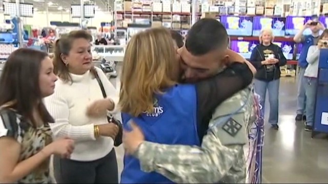 dnt pa soldier surprises mom_00010725.jpg