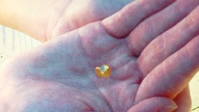 Teen finds carat diamond  Newday _00000128.jpg