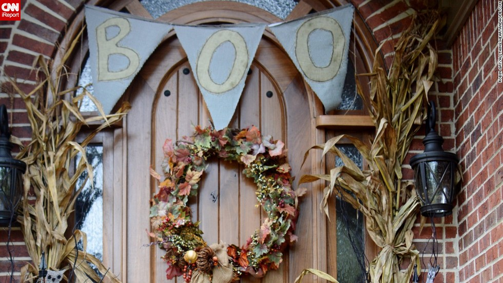 "<a href=""http://ireport.cnn.com/docs/DOC-1048970"">Robin Gay</a> welcomes guests with her seasonally appropriate door decorations."