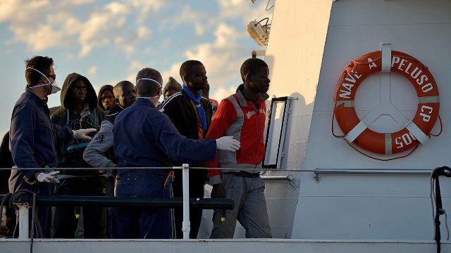 2013: Migrants rescued off Italian coast