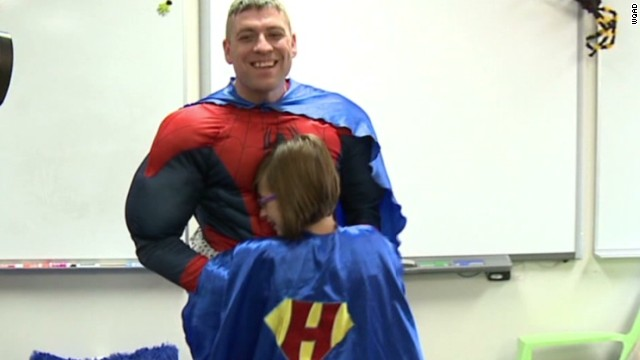 dnt soldier dad surprises daughter spiderman_00005201.jpg
