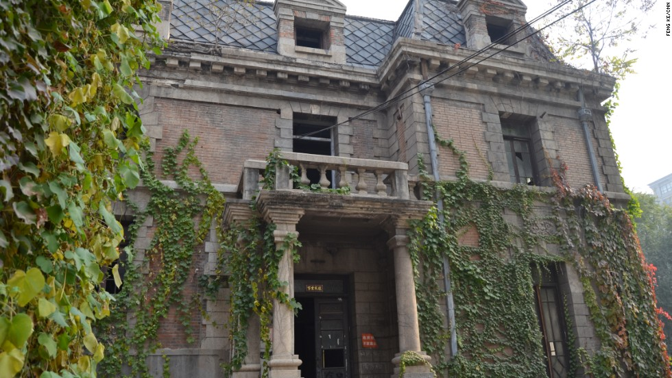 "This locally famous ""haunted house"" is on one of the busiest streets in Beijing. Now that Halloween has rolled around, locals are flocking to the century-old building for seasonal thrills."