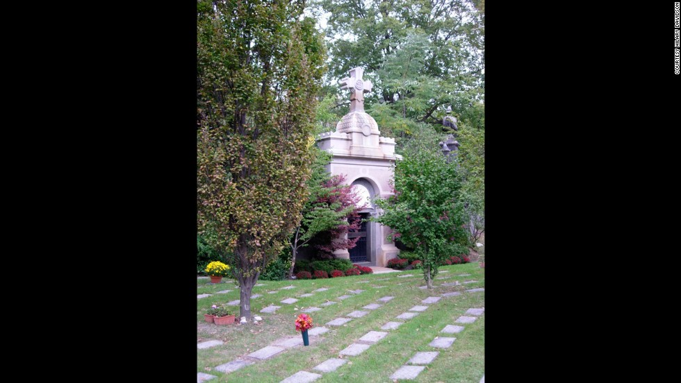 After admiring Mount Pleasant's incredible beauty, you'll understand why many visitors treat the cemetery as a beautiful park for the living.