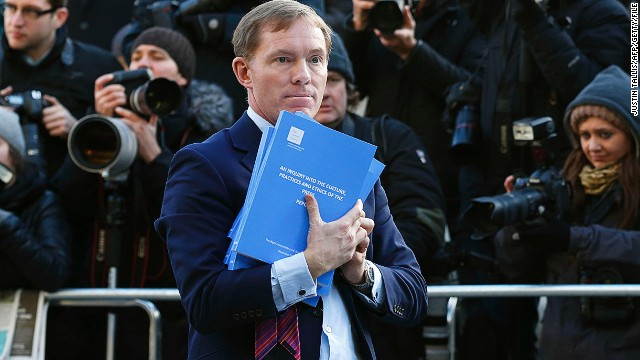 British lawmakers and publishers are divided over how best to regulate the press in light of the phone hacking scandal.